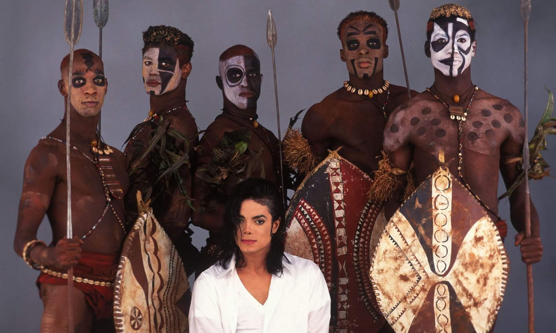 سیاه و سفید: چگونه آلبوم «خطرناک» پارادوکس نژادی مایکل جکسون را آغاز کرد – تمام مردان سلطان ... مایکل جکسون در صحنه فیلمبرداری «سیاه و سفید». عکس از: Sam Emerson/Polaris/Eyevine